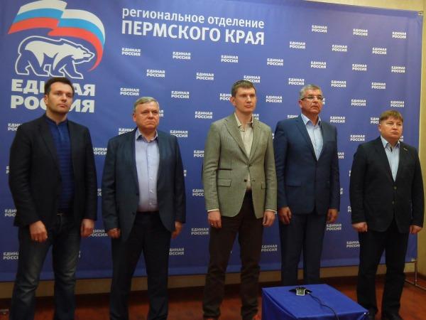 Медведев с женой  проголосовали навыборах в столицеРФ