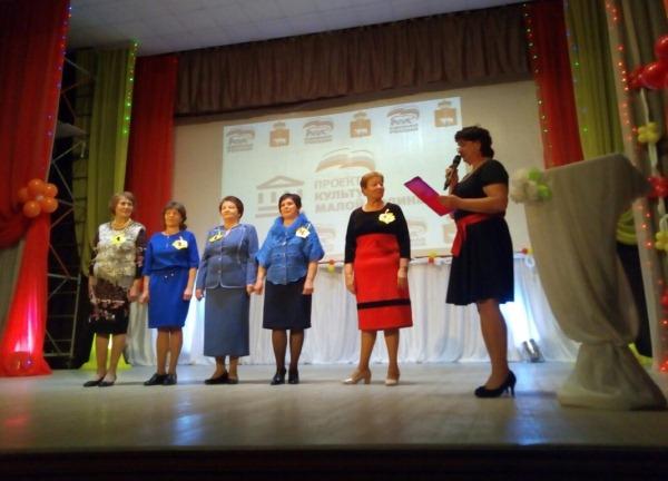 На фото конкурс талантов «Золотая бабушка» в ДК с. Орда